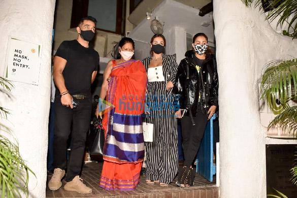 Photos Malaika Arora, Amrita Arora and Shakeel Ladak spotted at Olive in Bandra (2)