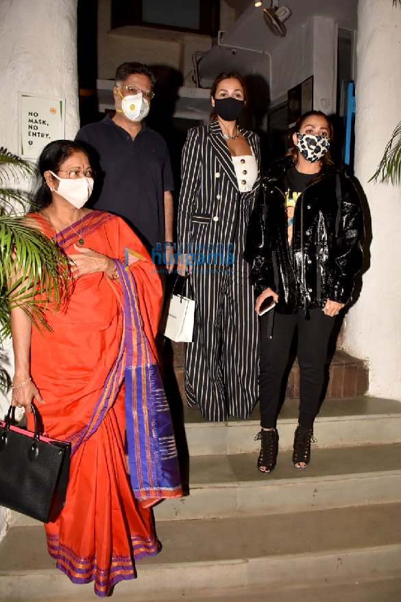 Photos Malaika Arora, Amrita Arora and Shakeel Ladak spotted at Olive in Bandra (5)