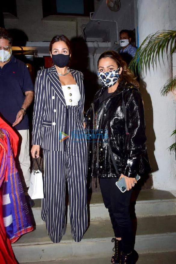 Photos Malaika Arora, Amrita Arora and Shakeel Ladak spotted at Olive in Bandra (6)