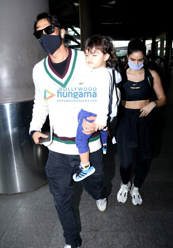 Photos Pooja Hegde, Ekta Kapoor, Aakanksha Singh and others snapped at the airport