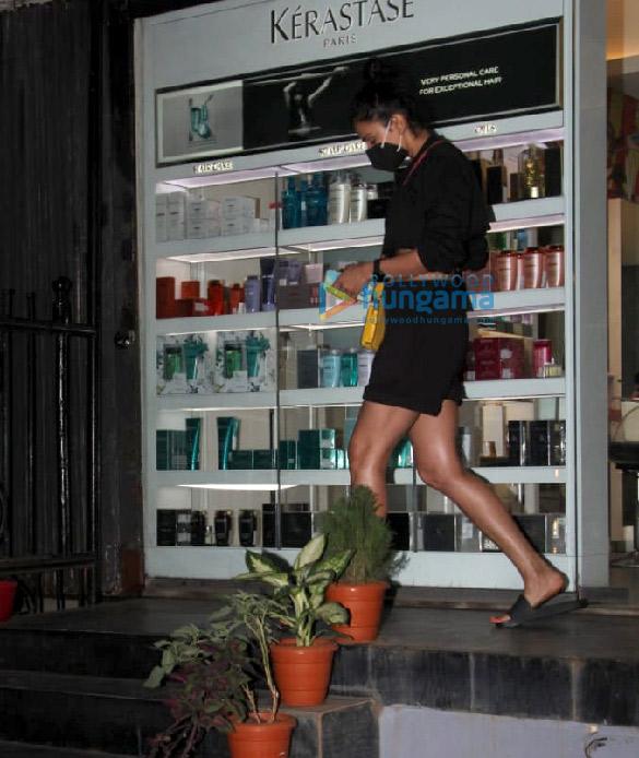 Photos Rakul Preet Singh spotted outside a salon in Khar (3)