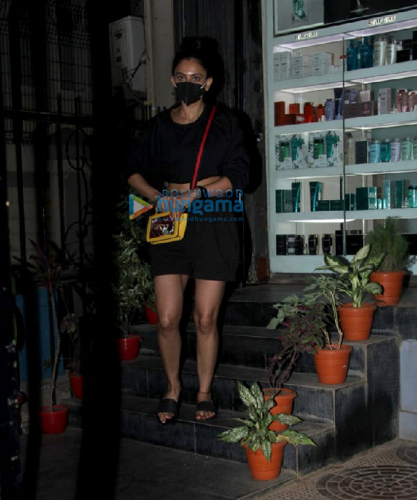 Photos Rakul Preet Singh spotted outside a salon in Khar (6)