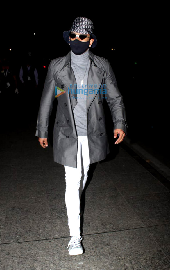 Photos Ranveer Singh spotted at the airport (1)
