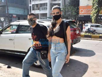 Photos: Shruti Haasan snapped at Foodhall in Khar
