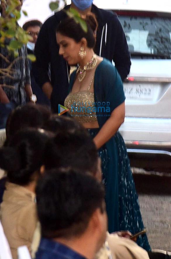 Zoa Morani arrives at Varun Dhawan – Natasha Dalal's wedding venue in Alibaug (2)