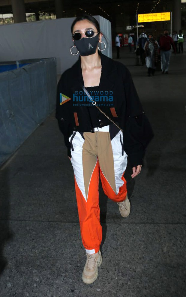 Alia Bhatt grabs attention whilst carrying Rs. 1 lakh worth Gucci bag