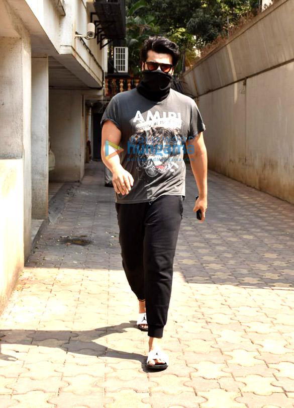 Photos: Arjun Kapoor snapped at a clinic in Juhu