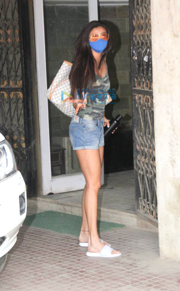Photos Daisy Shah snapped at Pilates in Khar (1)