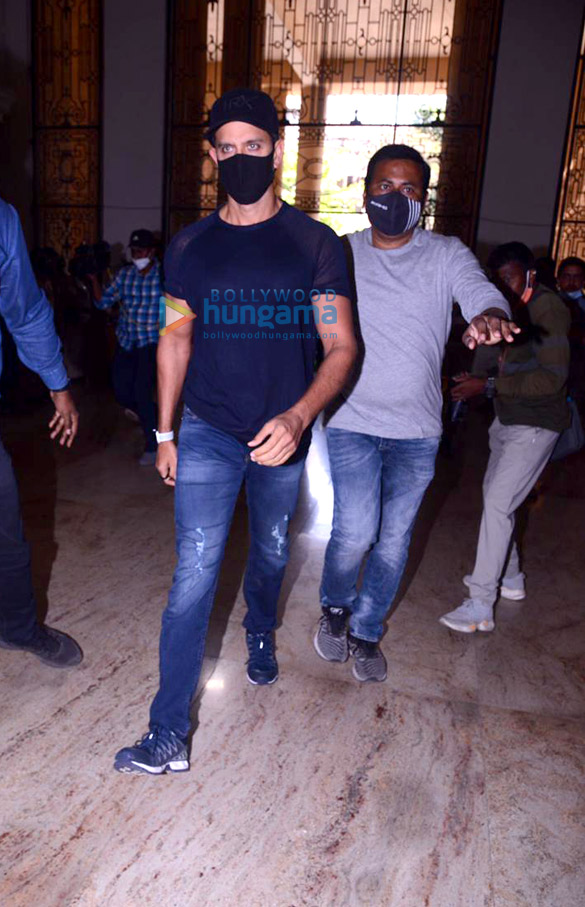 Photos: Hrithik Roshan arrives at Commissioner Of Police Office in Mumbai