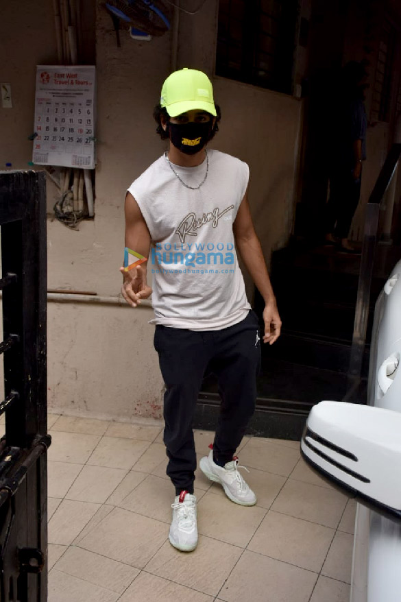 Photos Ishaan Khatter spotted at the Matrix office in Bandra (4)