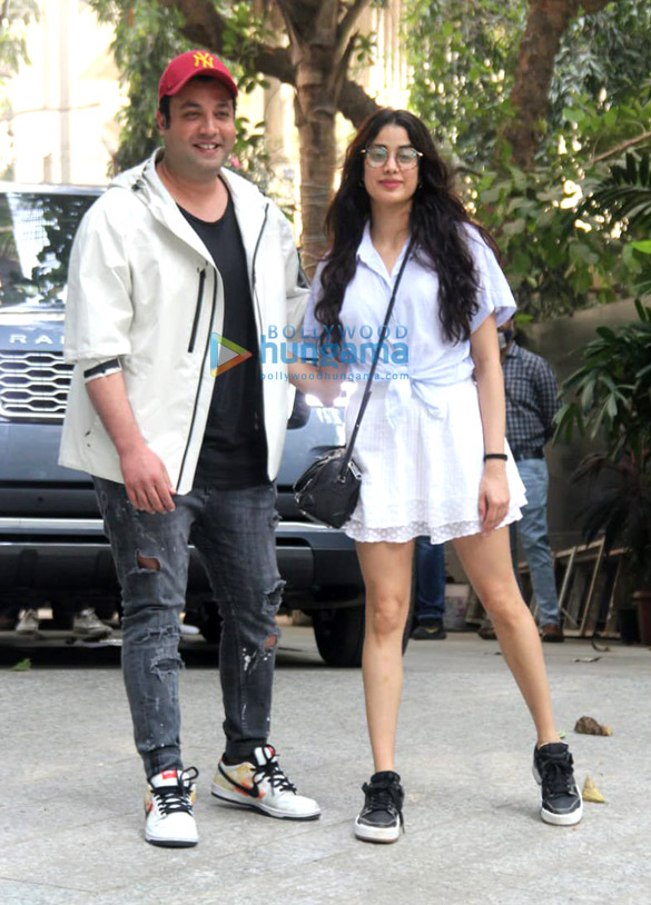 Photos Janhvi Kapoor and Varun Sharma snapped promoting Roohi at Maddock Films' office (1)