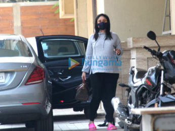 Photos: Kareena Kapoor Khan snapped at Amrita Arora's house in Bandra