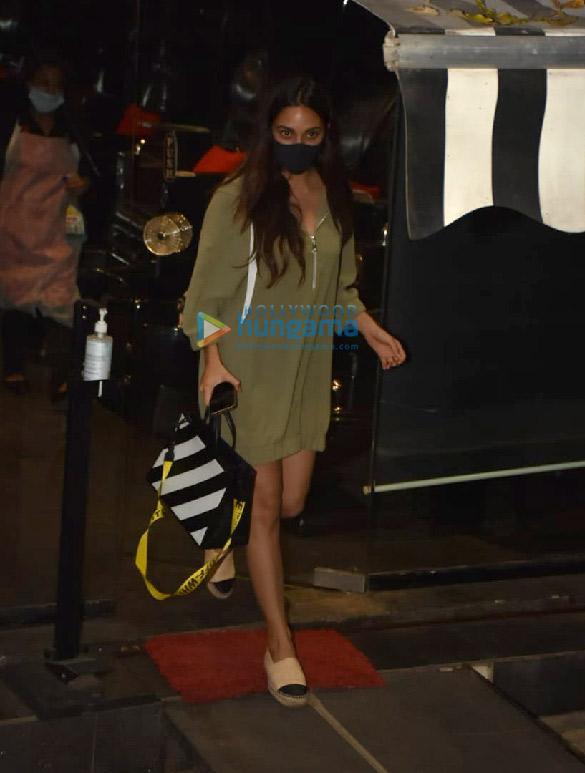 Photos Kiara Advani snapped at Tip & Toe salon in Juhu (2)
