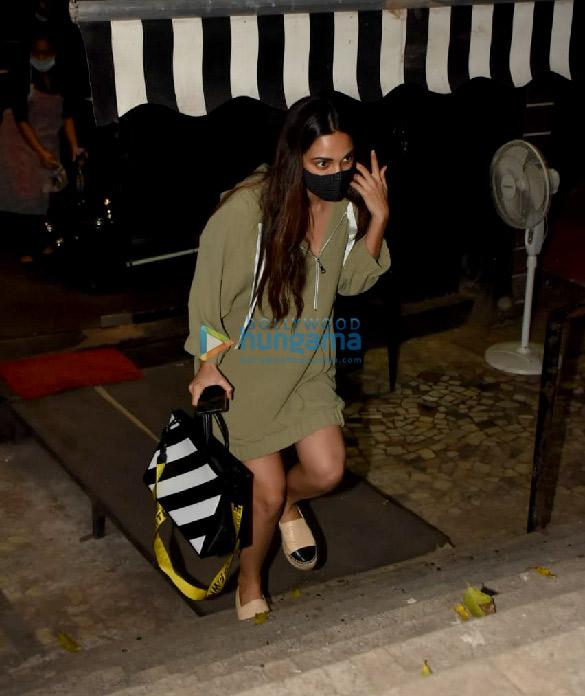 Photos Kiara Advani snapped at Tip & Toe salon in Juhu (3)