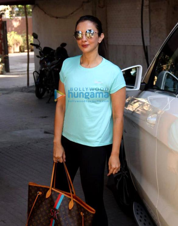 Photos Maheep Kapoor and Seema Khan snapped at the pilates gym (2)