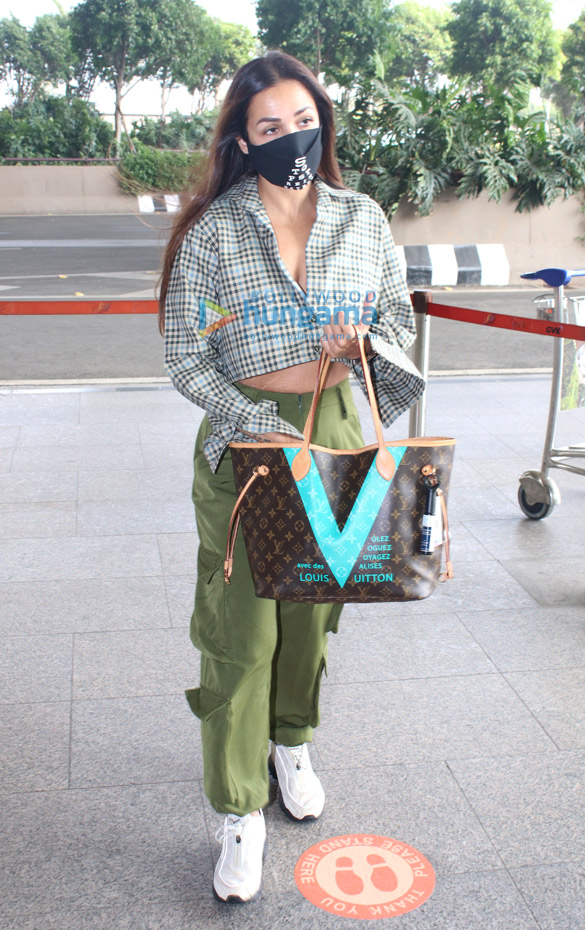 Photos Nora Fatehi and Malaika Arora snapped at the airport (4)