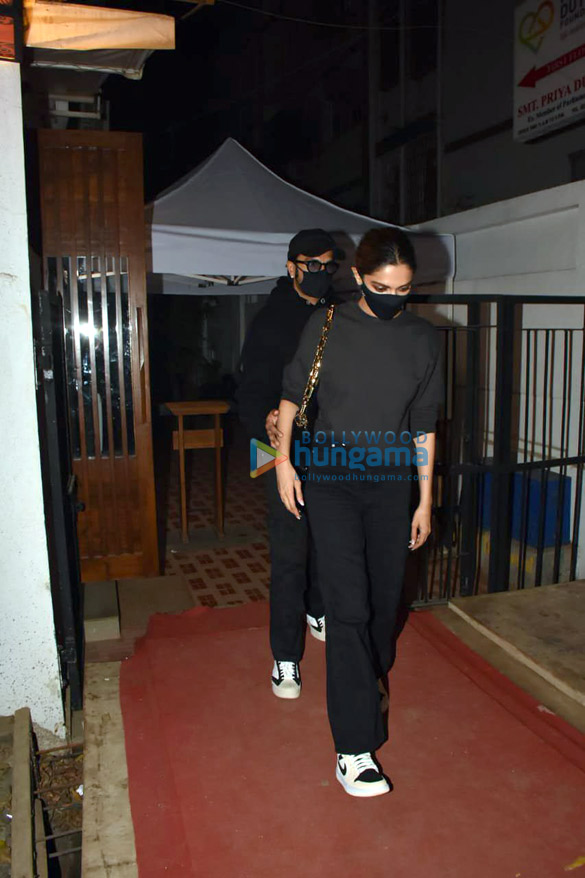 Photos Ranveer Singh and Deepika Padukone spotted at Izumi in Bandra (2)