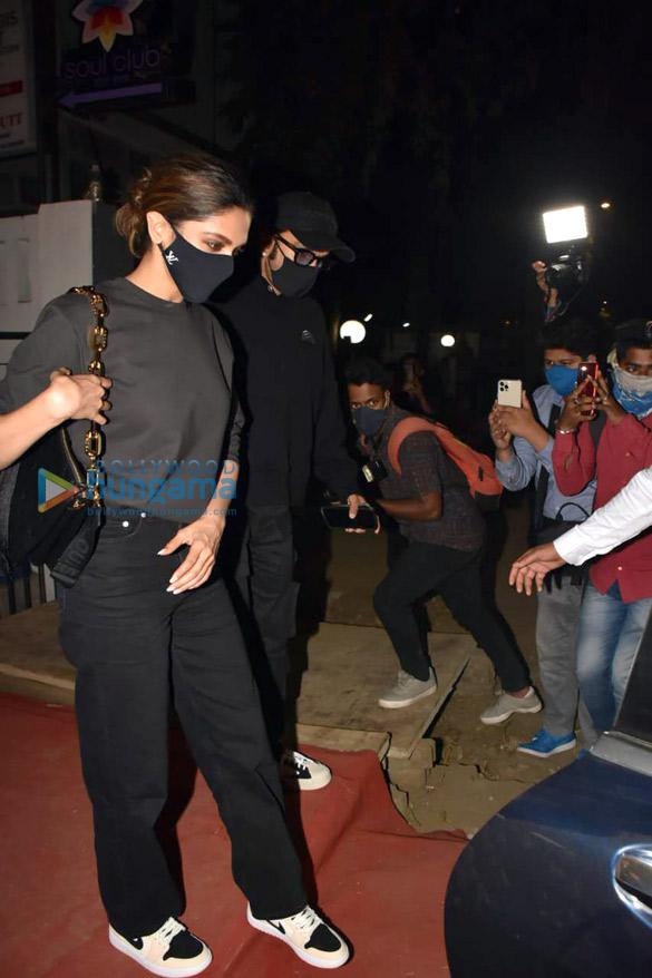 Photos Ranveer Singh and Deepika Padukone spotted at Izumi in Bandra (3)