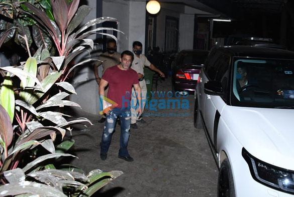 Photos Salman Khan snapped in Bandra (1)