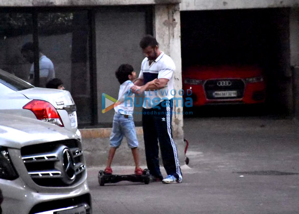 Photos Sohail Khan snapped with kids in Bandra (1)