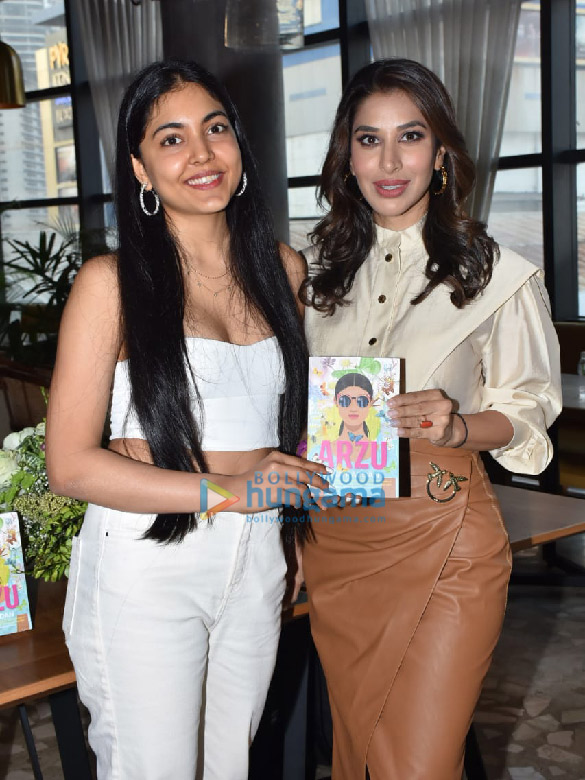 Photos Sophie Choudry snapped at the book launch 'Arzu' at Phoenix Mall, Lower Parel (6)