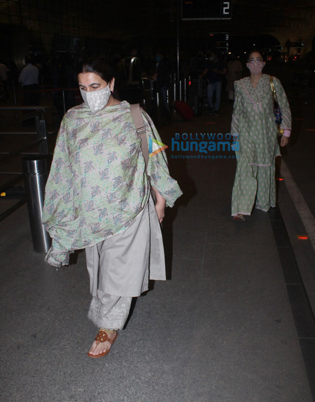 Sara Ali Khan and Amrita Singh twin in ethnic avatars, keeping it casual and comfy