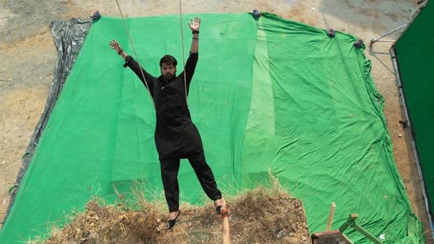 Shabir Ahluwalia pulls off a daredevil stunt for his own death sequence in Kumkum Bhagya