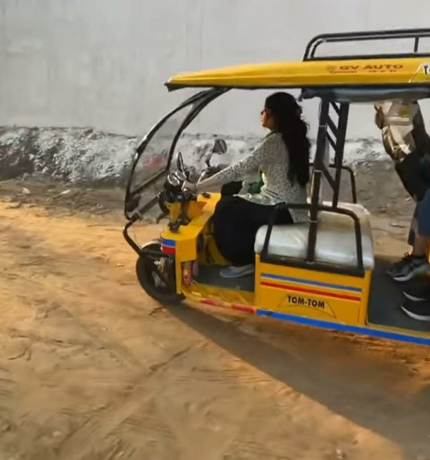 Janhvi Kapoor enjoys driving an electric rickshaw on the sets of Good Luck Jerry, watch video