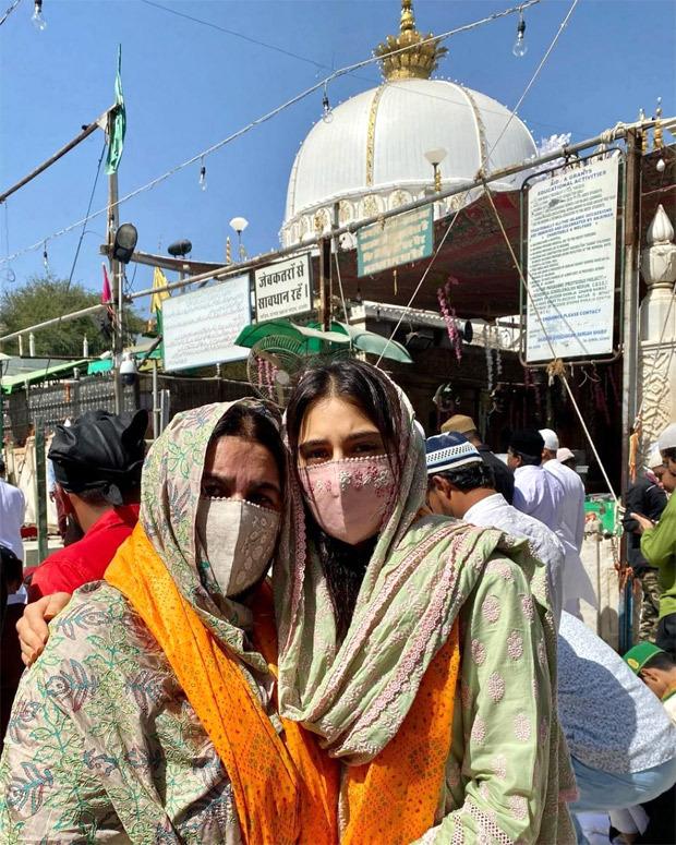Sara Ali Khan and Amrita Singh visit Ajmer Sharif, actress says 'Jumma Mubarak'