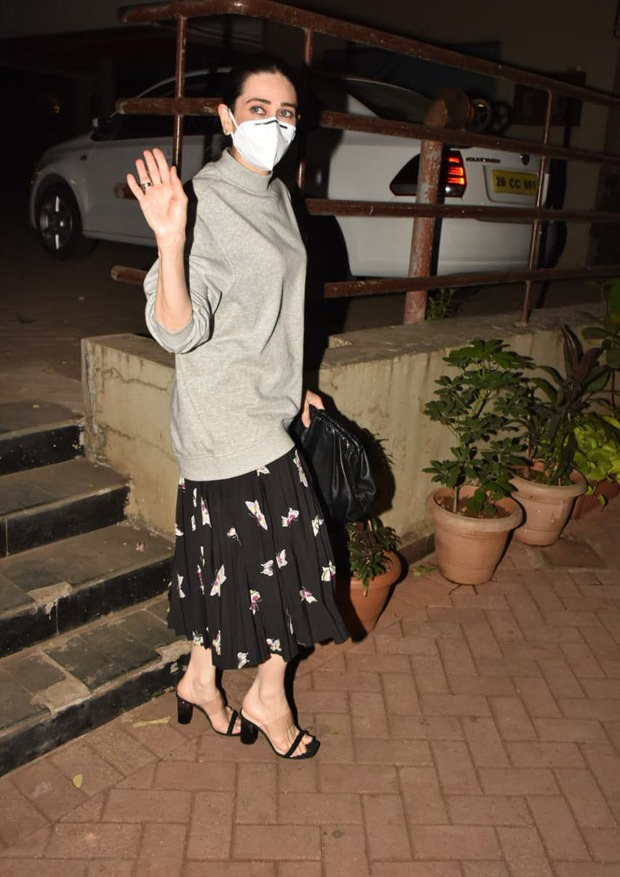 New mom Kareena Kapoor Khan gets a visit from Soha Ali Khan, Kunal Kemmu, Karisma Kapoor, Malaika Arora and Arjun Kapoor