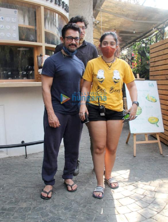 Photos Aamir Khan, Ira Khan and Junaid Khan spotted in Bandra (3)