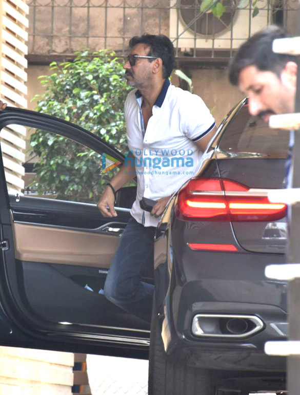 Photos Ajay Devgn snapped in Juhu (3)