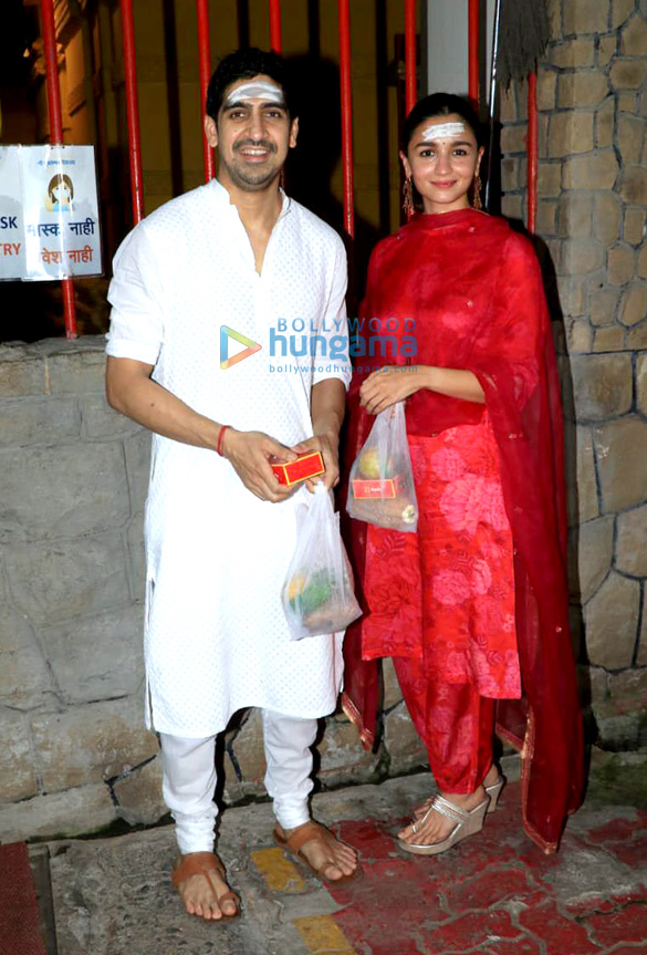 Photos Alia Bhatt, Ayan Mukerji, Ekta Kapoor and Ronit Roy snapped at Shree Mukteshwar Devalaya temple in Juhu for Mahashivratri puja (1)