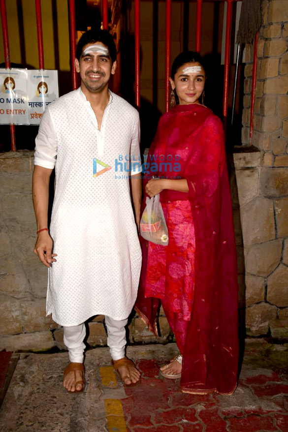 Photos Alia Bhatt, Ayan Mukerji, Ekta Kapoor and Ronit Roy snapped at Shree Mukteshwar Devalaya temple in Juhu for Mahashivratri puja (4)