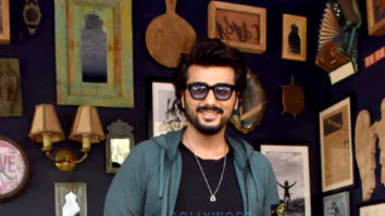 Photos: Arjun Kapoor, Sanjay Kapoor and Maheep Kapoor snapped post shoot in Juhu