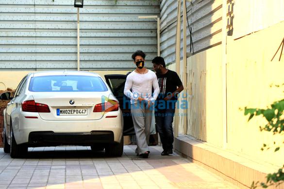 Photos Disha Patani and Tiger Shroff spotted in Bandra (1)