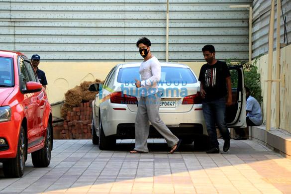 Photos Disha Patani and Tiger Shroff spotted in Bandra (2)
