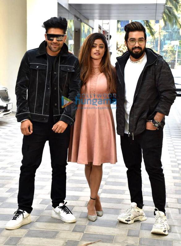 Photos Guru Randhawa, and Sachet-Parampara snapped at T-Series for the promotions of their single 'Aur Pyaar Karna Hai' (5)