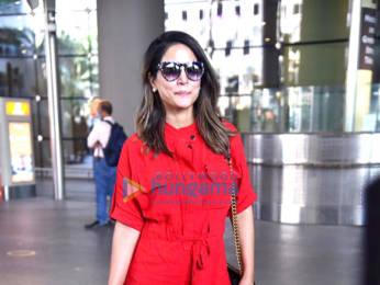 Photos: Hina Khan and Juhi Chawla snapped at the airport