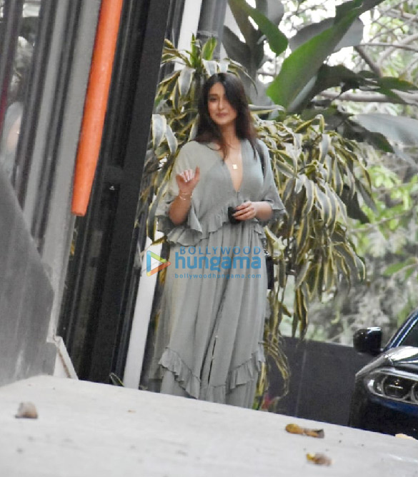 Photos Ileana D'Cruz spotted at Maddock Office (4)