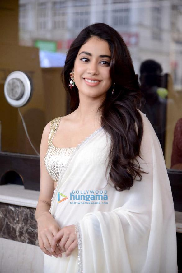 Photos Janhvi Kapoor in Delhi for Roohi promotions (3)