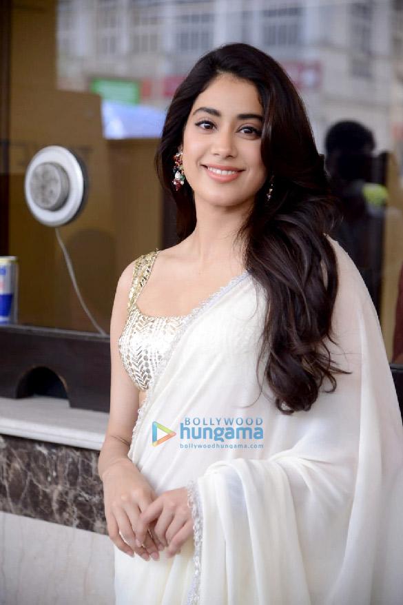 Photos Janhvi Kapoor in Delhi for Roohi promotions (4)