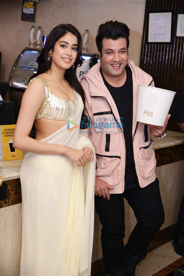 Photos Janhvi Kapoor in Delhi for Roohi promotions (5)