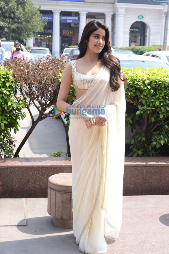 Photos Janhvi Kapoor in Delhi for Roohi promotions (7)