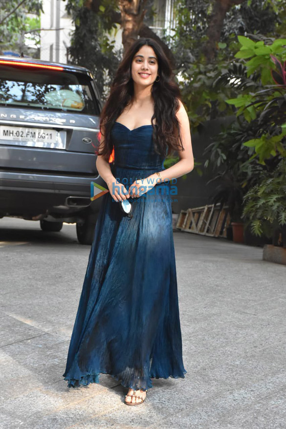 Photos Janhvi Kapoor spotted at Maddock Office (1)