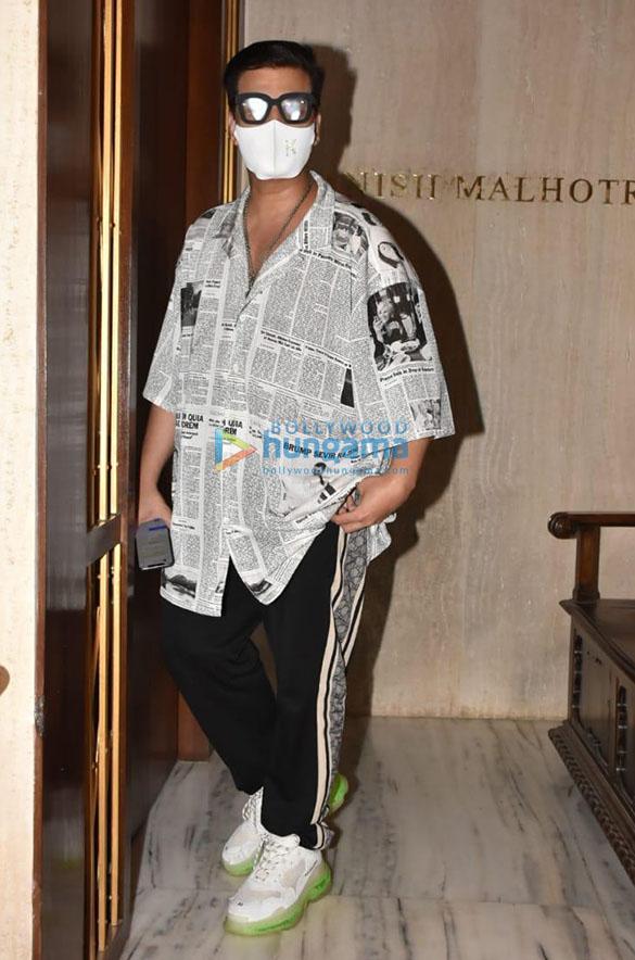 Photos Karishma Kapoor, Karan Johar and others snapped at Manish Malhotra's house in Bandra (2)