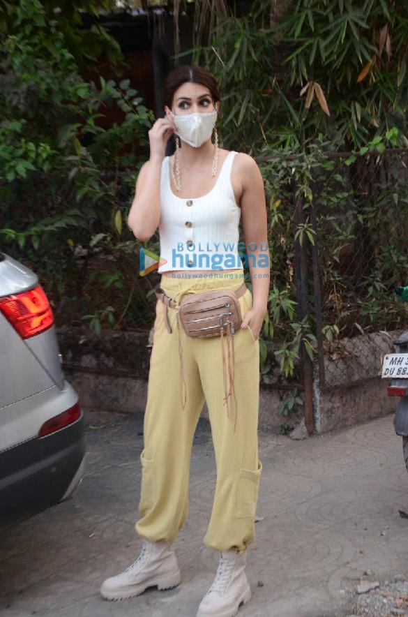 Photos Kriti Sanon snapped in Versova (2)