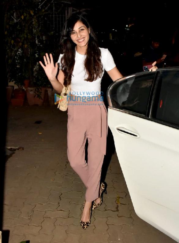 Photos Pooja Chopra snapped at Rakeysh Omprakash Mehra's office in Bandra (1)