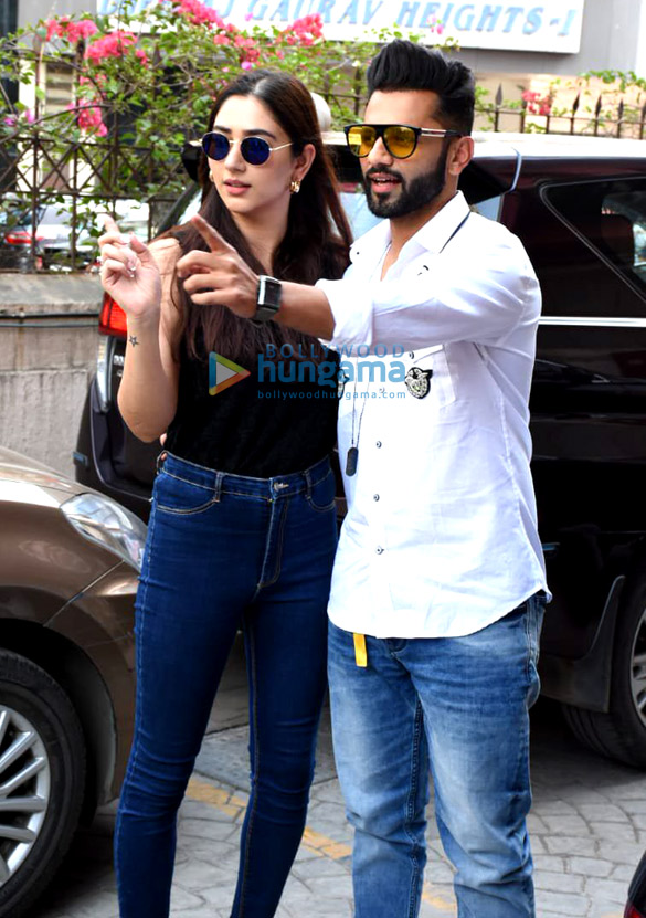 Photos Rahul Vaidya with girlfriend Disha Parmar at Frames Production house (3)