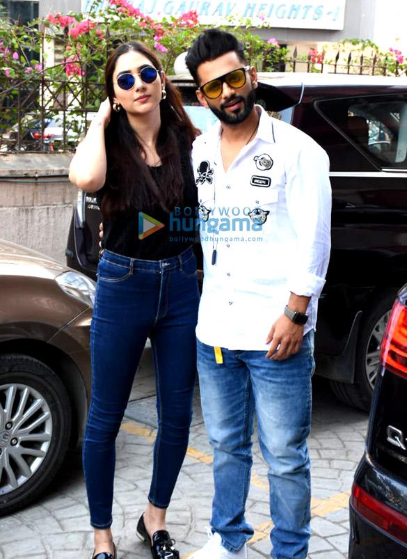 Photos Rahul Vaidya with girlfriend Disha Parmar at Frames Production house (4)